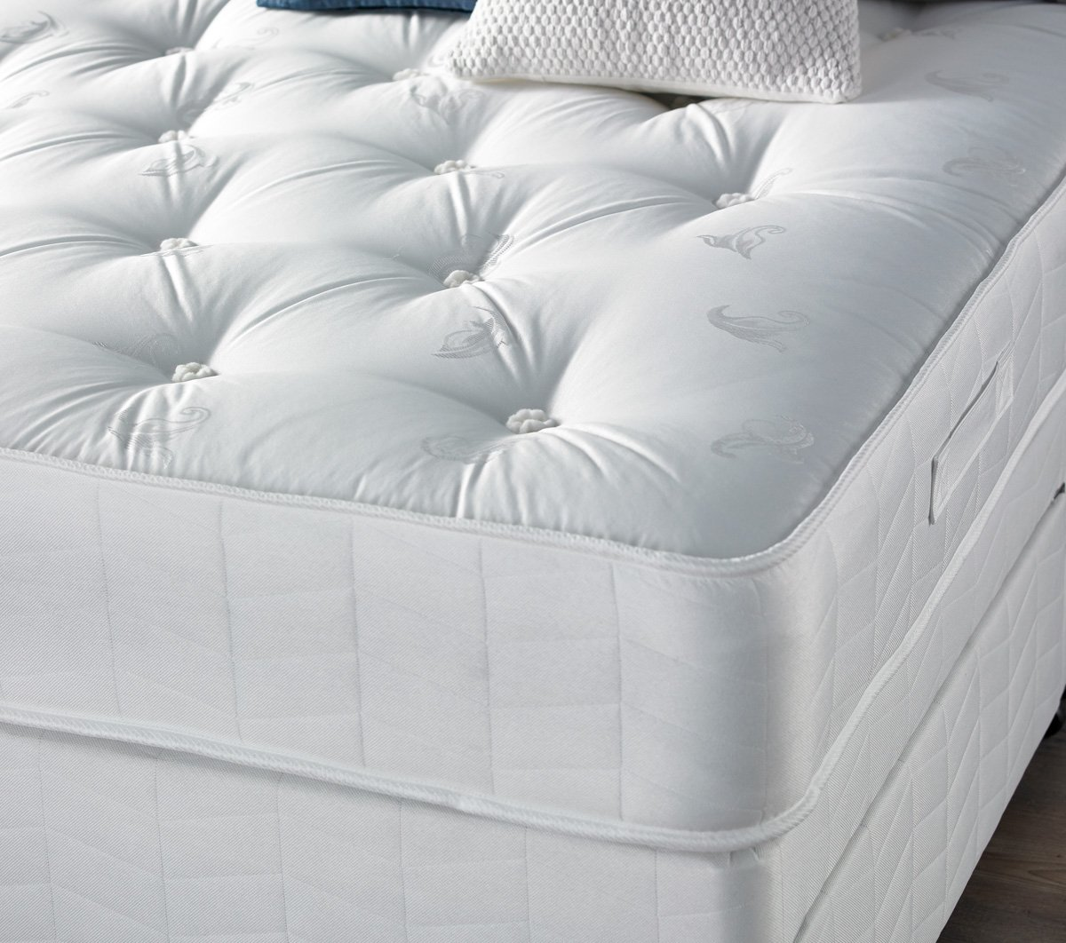 Giltedge Beds Chatsworth 1000 Pocket Sprung Small Double 4'0 Mattress